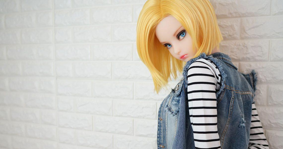 Die Puppe ist eine echte Dame in voller Größe | Deutscher